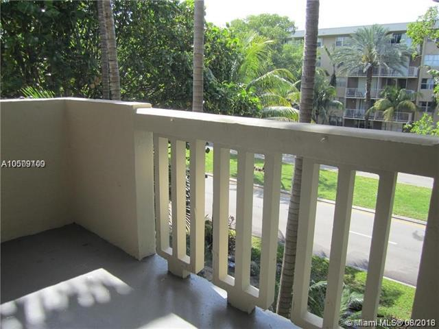 1800 Sans Souci Blvd #306, North Miami, FL 33181 (MLS #A10509109) :: Green Realty Properties
