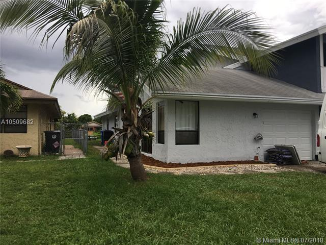 1310 SW 74th Ave, North Lauderdale, FL 33068 (MLS #A10509682) :: Green Realty Properties