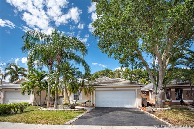 9227 Arborwood Cir, Davie, FL 33328 (MLS #A10509743) :: Green Realty Properties