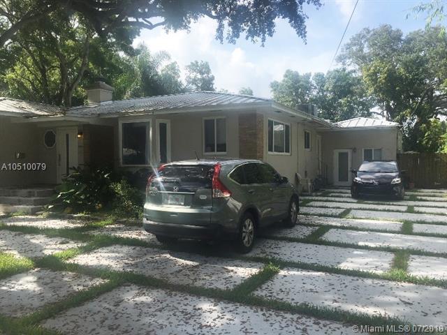 1012 NE 117th St, Biscayne Park, FL 33161 (MLS #A10510079) :: The Jack Coden Group