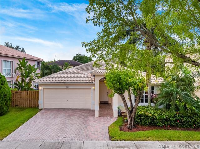1949 NW 170th Ave, Pembroke Pines, FL 33028 (MLS #A10511066) :: Green Realty Properties