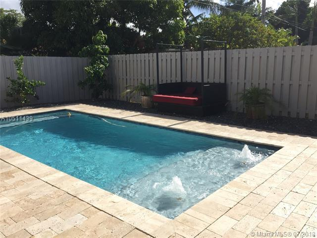 1440 Marseille Dr, Miami Beach, FL 33141 (MLS #A10511439) :: The Brickell Scoop