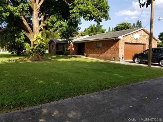 17980 SW 57th St, Southwest Ranches, FL 33331 (MLS #A10512631) :: RE/MAX Presidential Real Estate Group