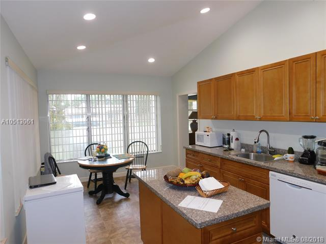 236 NW 14th St, Homestead, FL 33030 (MLS #A10513061) :: Green Realty Properties