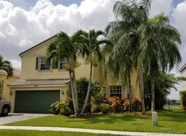 8931 Alexandra Cir, Wellington, FL 33414 (MLS #A10513315) :: Green Realty Properties