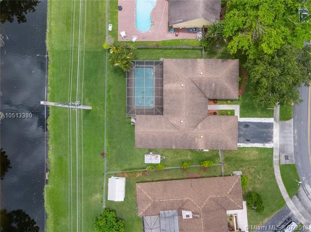 1320 NW 76 Ave, Plantation, FL 33322 (MLS #A10513380) :: Laurie Finkelstein Reader Team