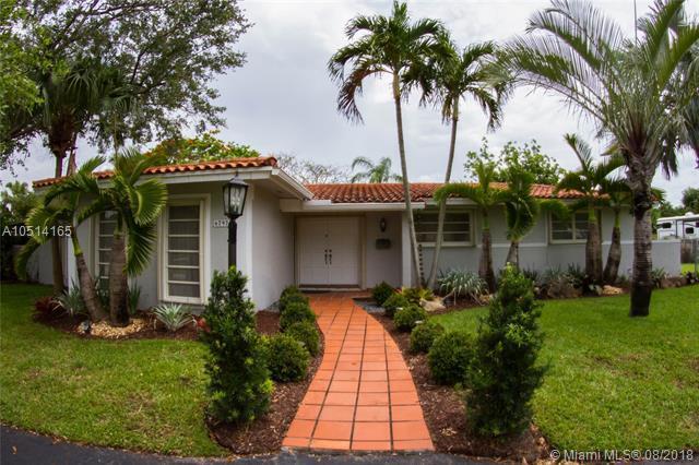 6797 SW 145th St, Palmetto Bay, FL 33158 (MLS #A10514165) :: Green Realty Properties