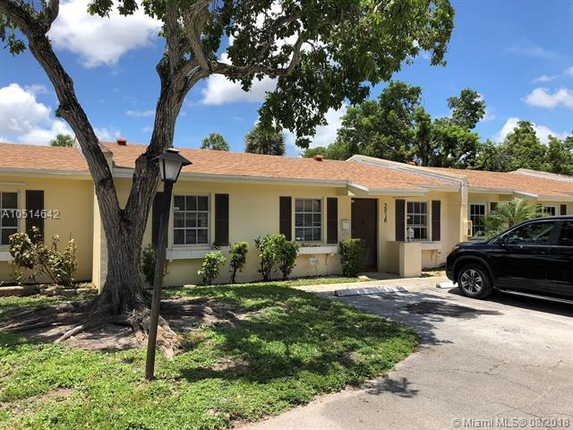 3016 NW 69th Ct 2E, Fort Lauderdale, FL 33309 (MLS #A10514642) :: Laurie Finkelstein Reader Team