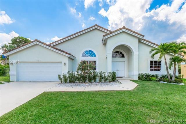 930 NW 201st Way, Pembroke Pines, FL 33029 (MLS #A10514891) :: Green Realty Properties
