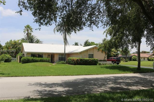 1528 NW 111th Ave, Coral Springs, FL 33071 (MLS #A10515092) :: Laurie Finkelstein Reader Team