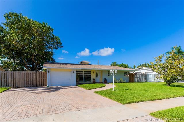 321 NE 24th St, Boca Raton, FL 33431 (MLS #A10515138) :: Green Realty Properties