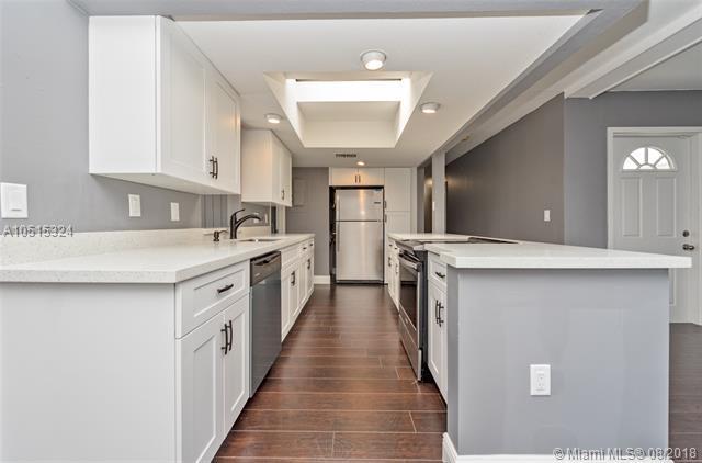 7911 NW 70th Ave, Tamarac, FL 33321 (MLS #A10515324) :: Green Realty Properties