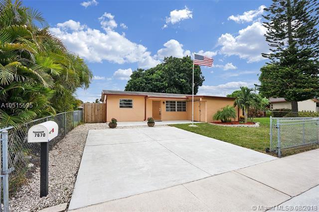 7670 Farragut St, Hollywood, FL 33024 (MLS #A10515595) :: Green Realty Properties