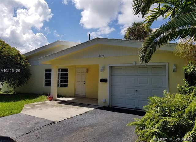 2020 NE 34th Ct, Lighthouse Point, FL 33064 (MLS #A10516126) :: Stanley Rosen Group