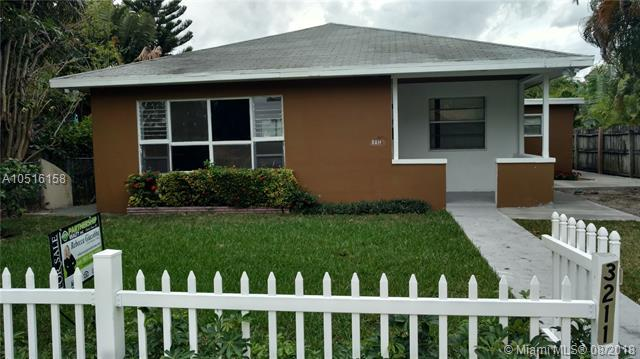 3211 Poinsettia Ave, West Palm Beach, FL 33407 (MLS #A10516158) :: Green Realty Properties