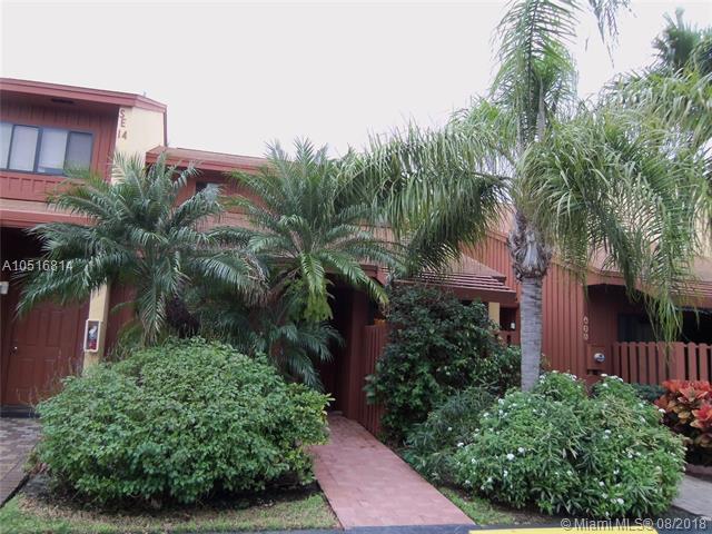 458 SE 14th St, Dania Beach, FL 33004 (MLS #A10516814) :: Laurie Finkelstein Reader Team