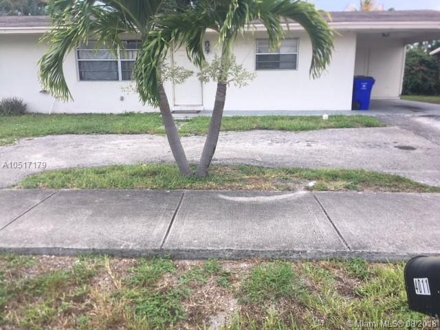 4011 NE 6th Ave, Deerfield Beach, FL 33064 (MLS #A10517179) :: Green Realty Properties