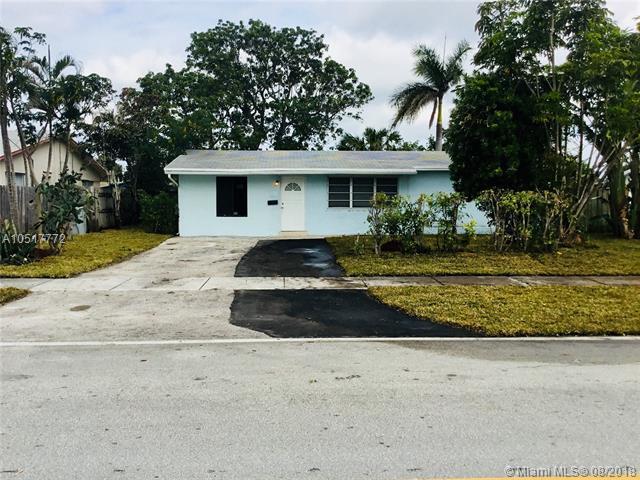 711 NE 24th St, Pompano Beach, FL 33064 (MLS #A10517772) :: Green Realty Properties