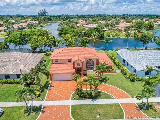5501 Hawkes Bluff Ave, Davie, FL 33331 (MLS #A10517936) :: Green Realty Properties
