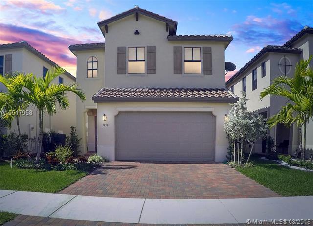 3250 W 97th St, Hialeah, FL 33018 (MLS #A10517958) :: Green Realty Properties