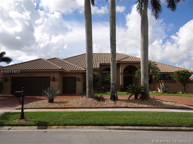 10654 N Stonebridge Blvd, Boca Raton, FL 33498 (MLS #A10517973) :: Green Realty Properties