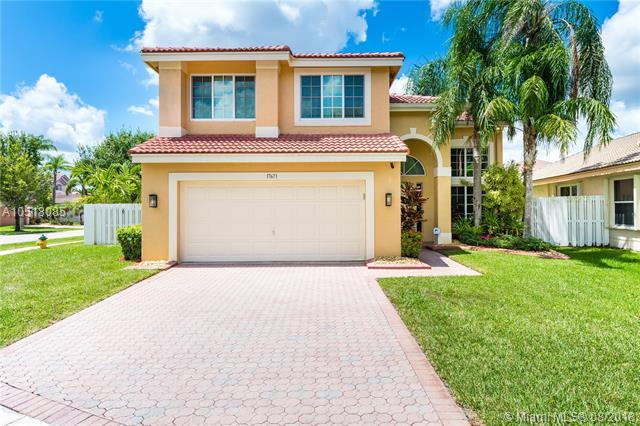 17671 SW 29th Ct, Miramar, FL 33029 (MLS #A10518085) :: Stanley Rosen Group