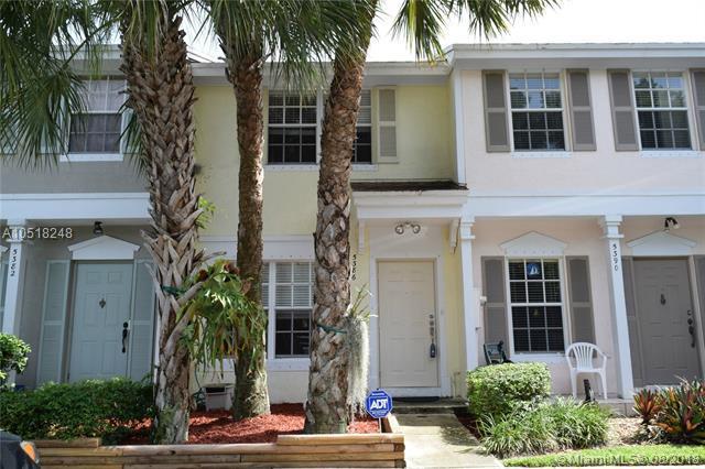 5386 Holiday Pl, Margate, FL 33063 (MLS #A10518248) :: Stanley Rosen Group