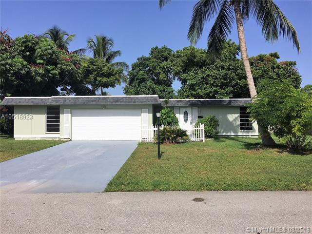 6303 NW 71st Ave, Tamarac, FL 33321 (MLS #A10518923) :: Stanley Rosen Group