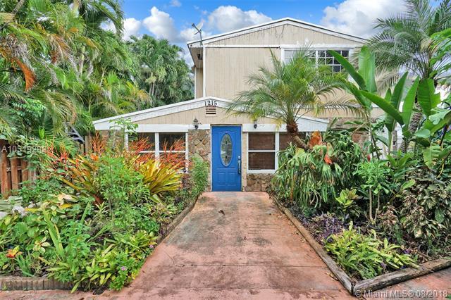 1215 NE 179th St, North Miami Beach, FL 33162 (MLS #A10519282) :: Laurie Finkelstein Reader Team