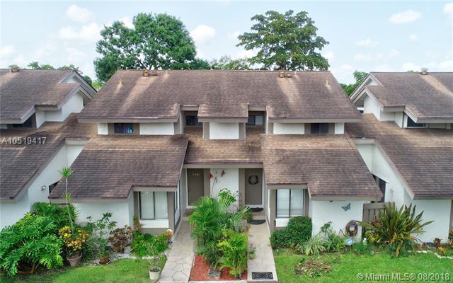 9350 SW 1st St #205, Plantation, FL 33324 (MLS #A10519417) :: Green Realty Properties
