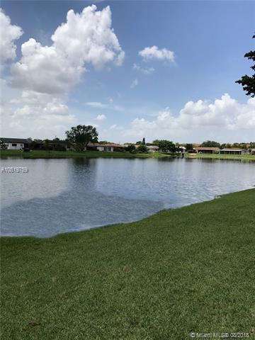 9510 NW 83rd St, Tamarac, FL 33321 (MLS #A10519759) :: Green Realty Properties
