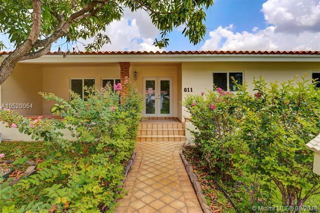 811 Trascoro Ave, Coral Gables, FL 33134 (MLS #A10520064) :: The Jack Coden Group