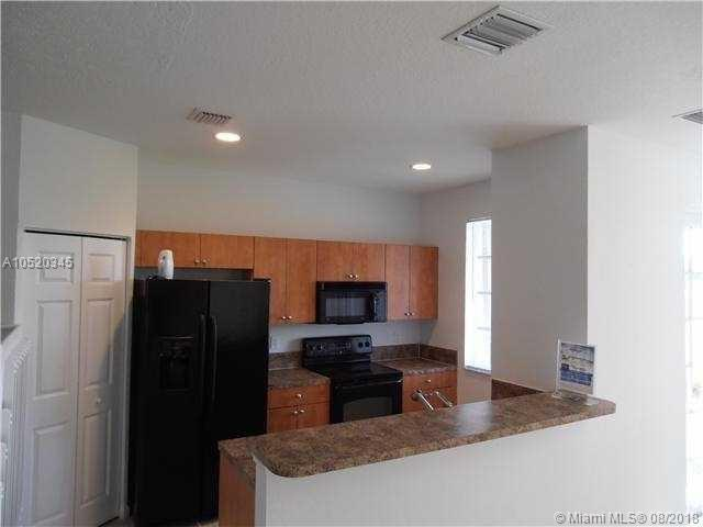 1013 Lucaya Dr #1013, Riviera Beach, FL 33404 (MLS #A10520345) :: Green Realty Properties