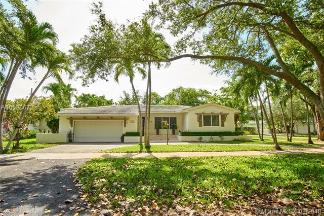 5741 Marius St, Coral Gables, FL 33146 (MLS #A10520672) :: The Riley Smith Group