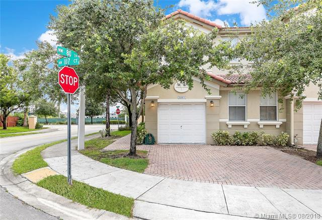 8061 NW 107th Ct, Doral, FL 33178 (MLS #A10520838) :: Green Realty Properties