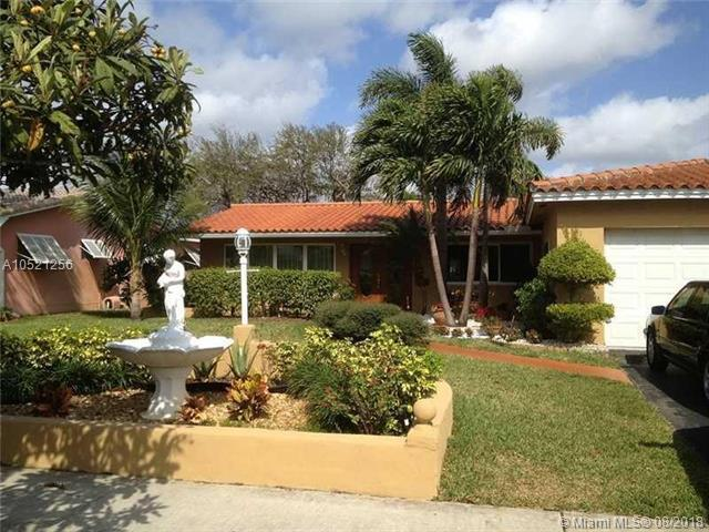 5423 Garfield St, Hollywood, FL 33021 (MLS #A10521256) :: Stanley Rosen Group