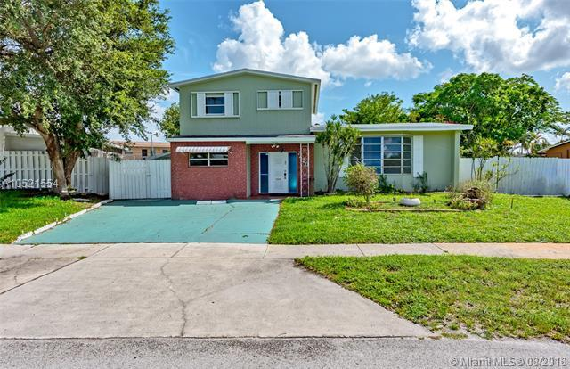 7420 NW 1st Ct, Pembroke Pines, FL 33024 (MLS #A10521554) :: RE/MAX Presidential Real Estate Group