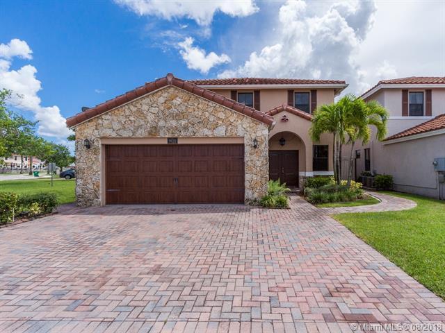 9920 NW 10th St, Miami, FL 33172 (MLS #A10521615) :: Castelli Real Estate Services