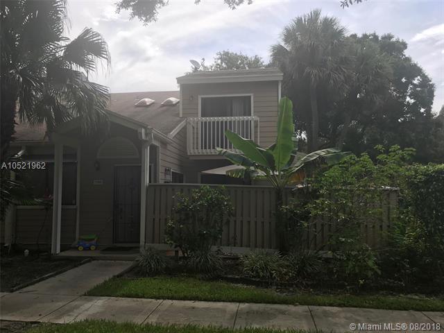 7156 Sportsmans Dr #7156, North Lauderdale, FL 33068 (MLS #A10521962) :: Castelli Real Estate Services