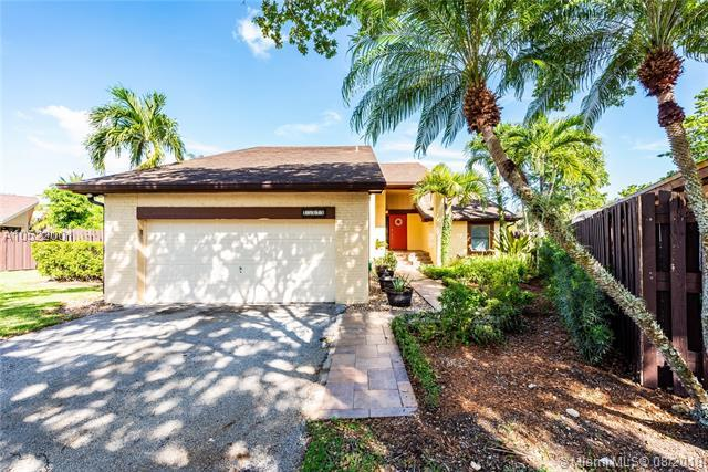 15020 SW 53rd Ter, Miami, FL 33185 (MLS #A10522001) :: Green Realty Properties