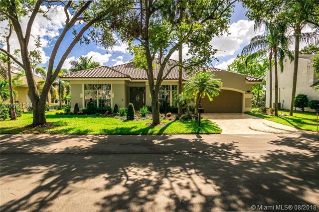 3799 Lancewood Dr, Coral Springs, FL 33065 (MLS #A10522214) :: Green Realty Properties