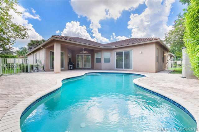 19300 N Hibiscus St, Weston, FL 33332 (MLS #A10522262) :: Green Realty Properties
