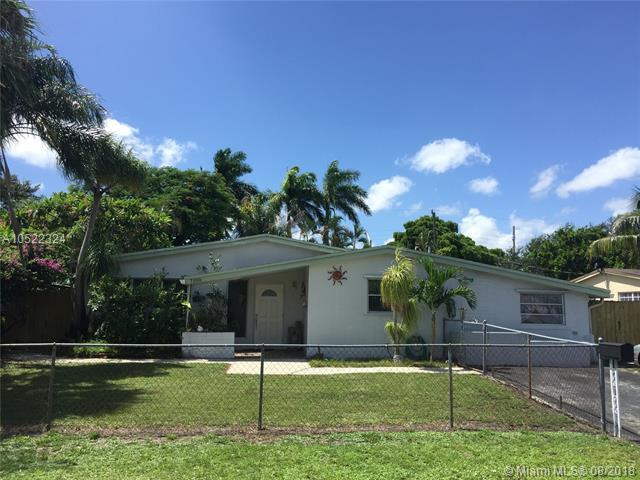 7100 Wilson St, Hollywood, FL 33024 (MLS #A10522324) :: Laurie Finkelstein Reader Team
