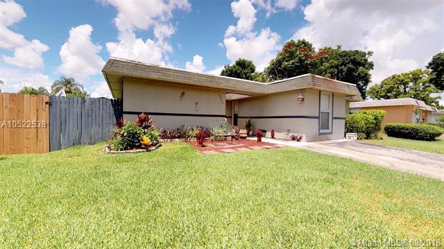 7911 NW 74th Ave, Tamarac, FL 33321 (MLS #A10522538) :: Stanley Rosen Group