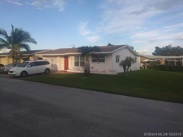 5702 NW 48th Ter, Tamarac, FL 33319 (MLS #A10522747) :: Laurie Finkelstein Reader Team