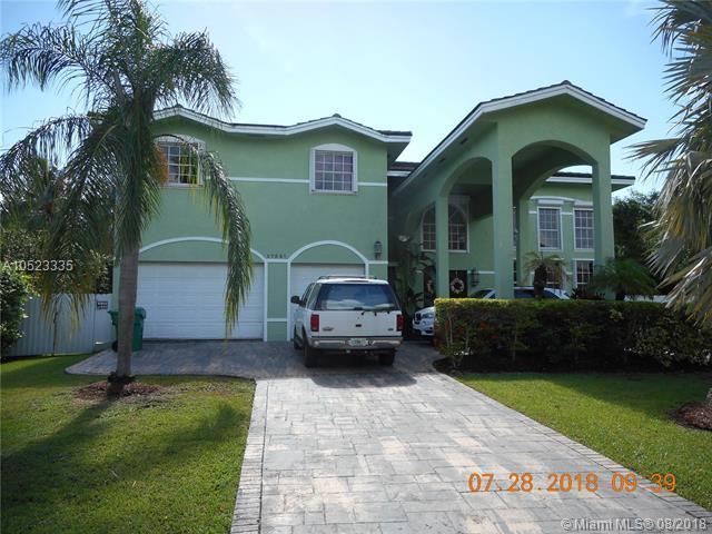 17521 SW 73rd Ct, Palmetto Bay, FL 33157 (MLS #A10523335) :: Laurie Finkelstein Reader Team