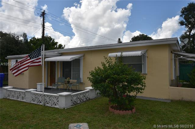 6337 Cleveland St, Hollywood, FL 33024 (MLS #A10523511) :: Laurie Finkelstein Reader Team