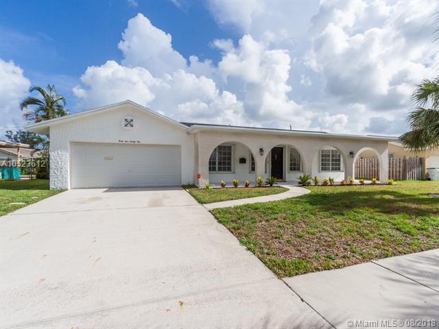 4421 NW 3rd St, Coconut Creek, FL 33066 (MLS #A10523612) :: Green Realty Properties
