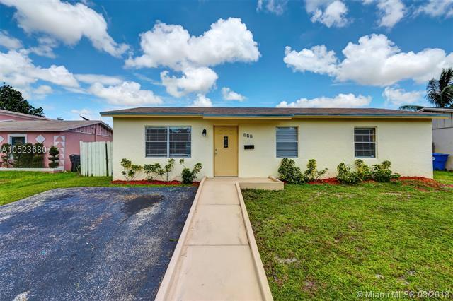 310 SW 77th Ter, North Lauderdale, FL 33068 (MLS #A10523680) :: Stanley Rosen Group