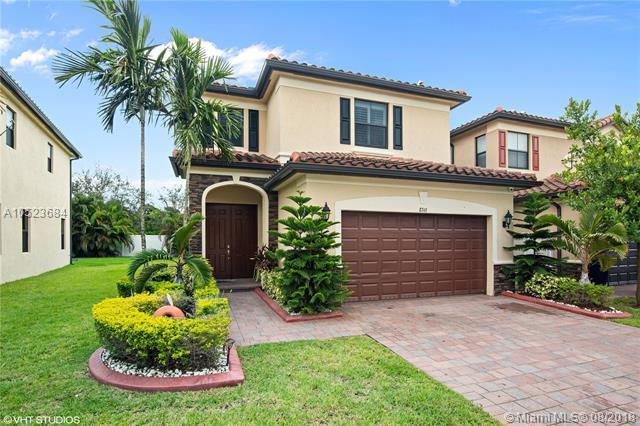 8743 W 33rd Ave, Hialeah, FL 33018 (MLS #A10523684) :: Green Realty Properties